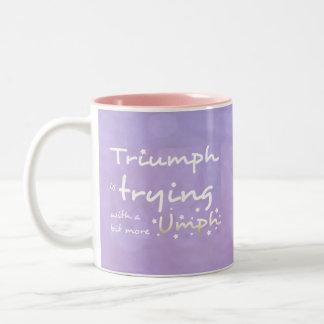 Triumph está intentando con un poco más umph taza de dos tonos