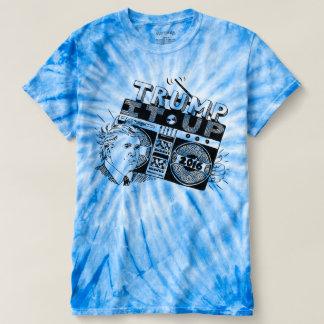 TRIUNFO de Boombox ÉL ENCIMA de la camiseta azul