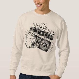 TRIUNFO de Boombox ÉL ENCIMA de la camiseta del