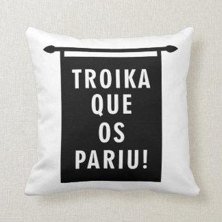 Troika Que os Pariu Throw Pillow