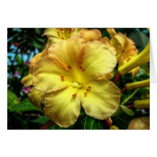 Trompeta amarilla tarjeta de felicitación