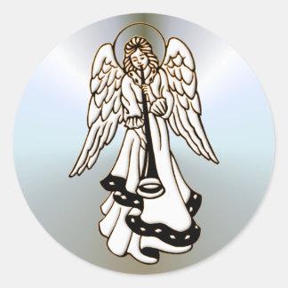 Trompeta del latón del ángel del navidad pegatina redonda