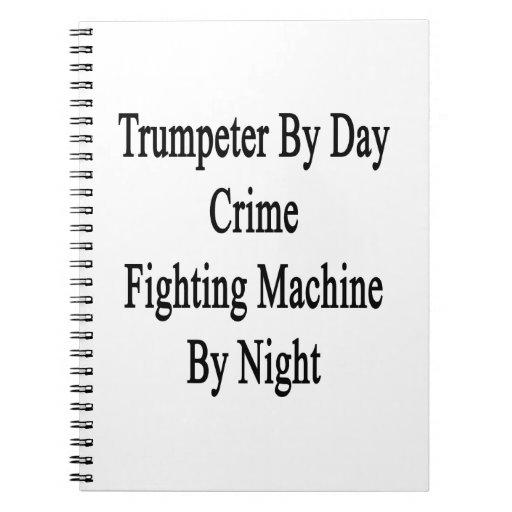 Trompetista por la máquina que lucha del crimen de cuaderno