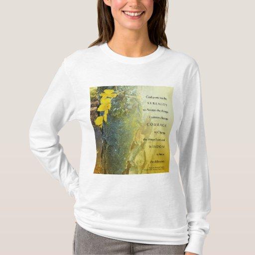 Tronco de árbol del rezo de la serenidad y camisa