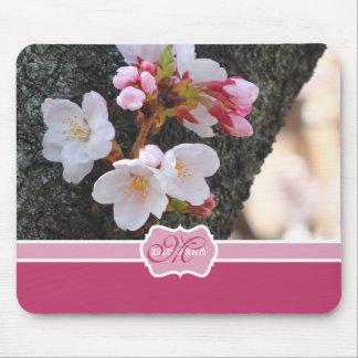 Tronco de árbol floreciente de Sakura de la flor d Tapetes De Ratón