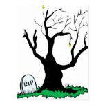 Tronco grande del árbol muerto de la lápida mortua postales