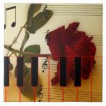 Tronco largo subió, llaves del piano y notas music tejas  ceramicas
