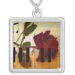 Tronco largo subió, llaves del piano y notas music collar personalizado