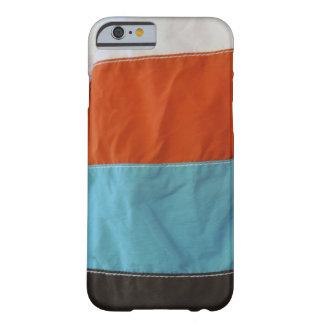 Troncos que practican surf de la nadada funda de iPhone 6 barely there