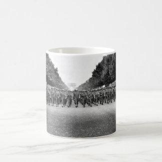 Tropas americanas de la 28va cuarta imagen de taza clásica
