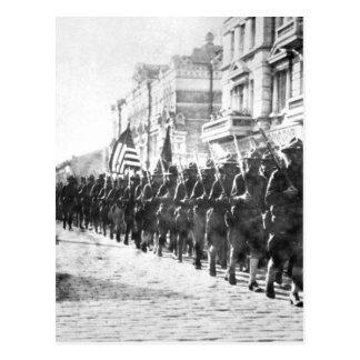 Tropas americanas en la imagen parading_War de Tarjeta Postal