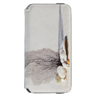 Tropical Beach decorated with Shells and a Seaweed iPhone 6/6s Wallet Case