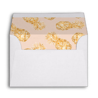 Tropical gold Hawaiian pineapples pattern on pink Envelope