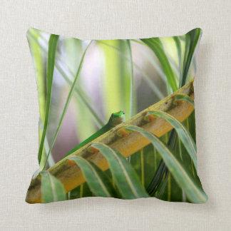 Tropical 🌴 Leaves Lizard 🦎  Decor Throw pillow