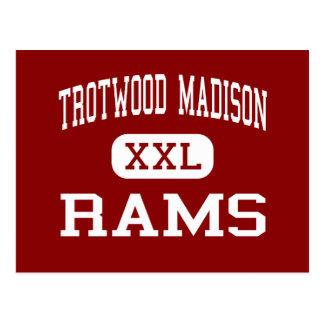 Trotwood Madison - espolones - joven - Trotwood Postales