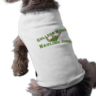 Trozos de la universidad que acarrean los desperdi camisa de perrito
