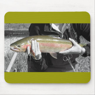 Trucha arco iris del río del granuja alfombrillas de ratón