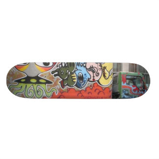Truck Aliens Graffiti Skate Board