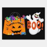 Truco de Halloween o muestra de la yarda de la Señal