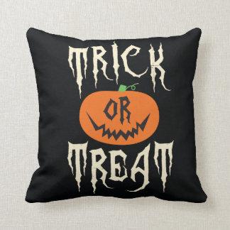 Truco o almohada de tiro de Halloween de la