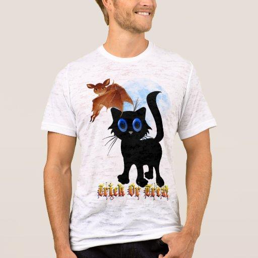 Truco o camisetas negro del gatito y del palo de