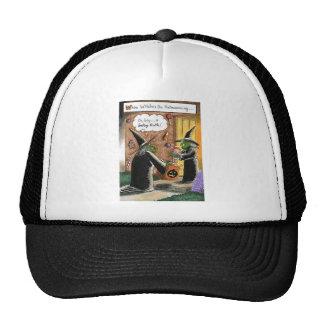 Truco o invitación divertido de las brujas de gorras de camionero