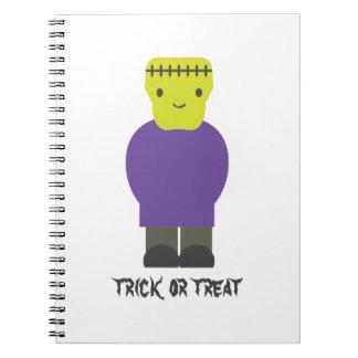 Truco o invitación Frankenstein lindo Spiral Notebook