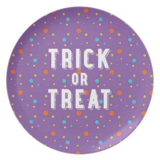 Truco o invitación - placa de Halloween Platos