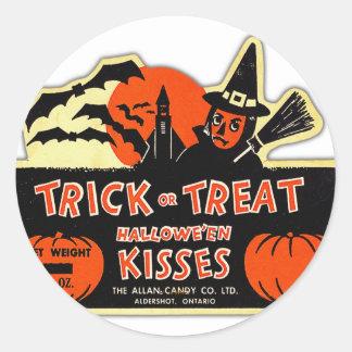 Truco o invitación retro de Halloween del kitsch Pegatina Redonda
