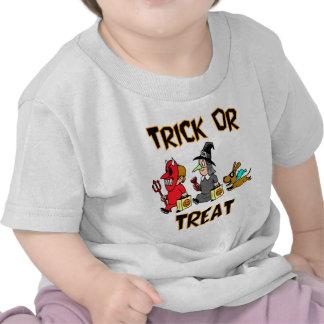 Truco o invitación (Truco-O-Treaters con el perro) Camisetas