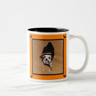 Truco o taza de café de Halloween de la chihuahua