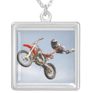Trucos de la motocicleta colgante cuadrado