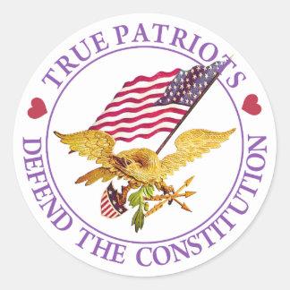 TRUE PATRIOTS DEFEND THE CONSTITUTION CLASSIC ROUND STICKER