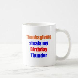 Trueno del cumpleaños de la acción de gracias taza
