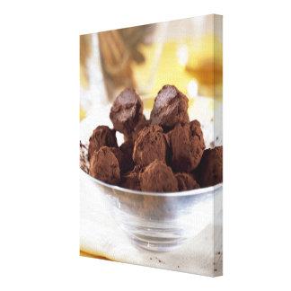 Trufas con el chocolate negro del 70% para el uso  impresión en lienzo estirada