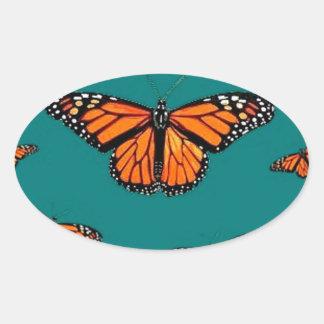 Trullo de la migración de las mariposas de monarca calcomanía oval personalizadas