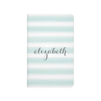 Trullo en colores pastel y habitación gris de los  cuadernos grapados