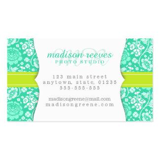 Trullo floral femenino moderno y verde lima person plantilla de tarjeta personal
