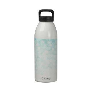 Trullo pálido de la chispa reluciente romántica at botella de beber