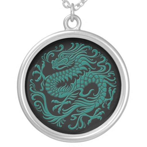 Trullo tradicional y círculo chino negro del dragó colgantes