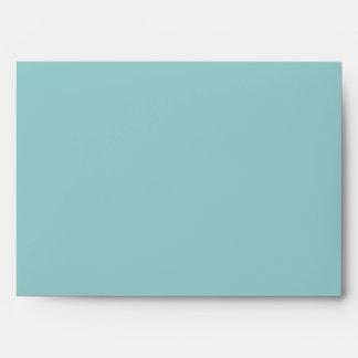 Trullo w azul Polkadot dentro del sobre de la invi