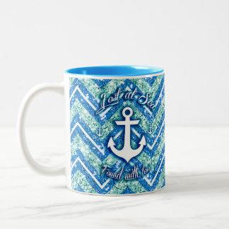 Trullo y Chevron náutico reluciente azul Art. Taza De Dos Tonos