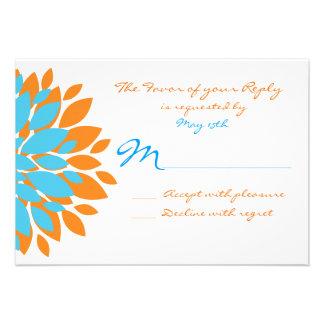 Trullo y flores simples anaranjadas que casan las comunicados