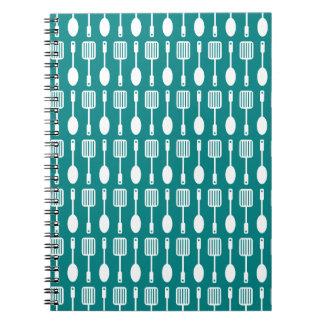 Trullo y modelo blanco de los utensilios de cuaderno