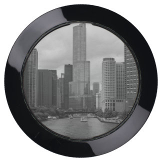 Trump Tower Chicago River Grayscale USB Charging Station