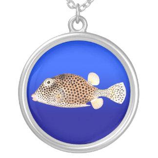 Trunkfish manchado en el azul - collar