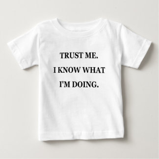 TRUST ME I KNOW WHAT IM DOING.png Tee Shirt