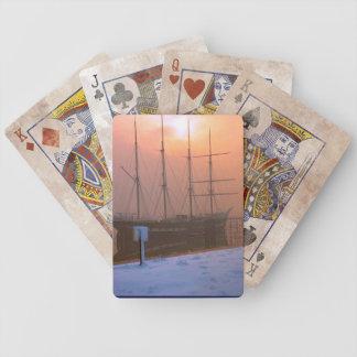 TS Arethusa en la puesta del sol en un día nevoso Cartas De Juego