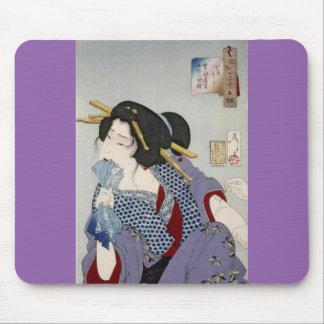 Tsukioka Yoshitoshi 月岡 芳年 - Looking in Pain Mouse Pad