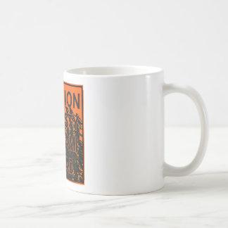 Tsunami de la amnistía de la precaución a continua taza de café